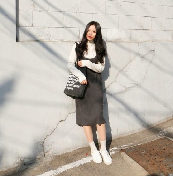 Váy yếm + len dài tay + slipon hoặc boot