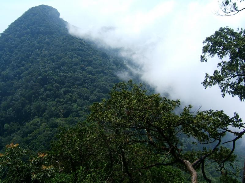 Vẻ đẹp của núi Tản Viên