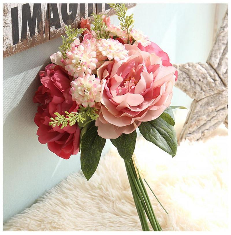 Nên chọn hoa cưới giả