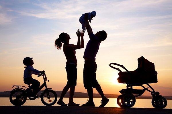 Về nhà sớm với gia đình để tránh gây lo lắng cho người thân