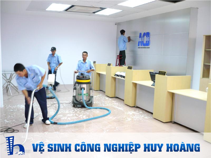 Vệ sinh công nghiệp Huy Hoàng