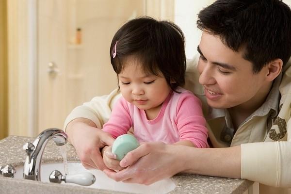 Cần giữ gìn vệ sinh sạch sẽ cho trẻ