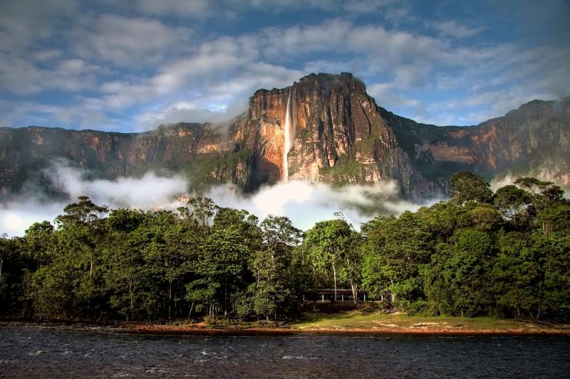 Venezuela với nhiều cảnh đẹp và trữ lượng dầu mỏ dồi dào