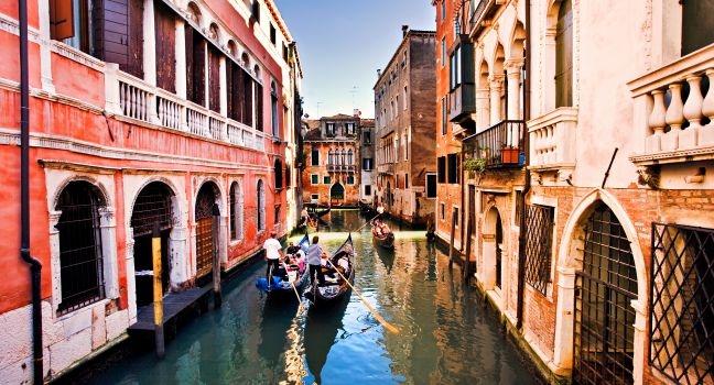 Chèo thuyền ngắm Venice