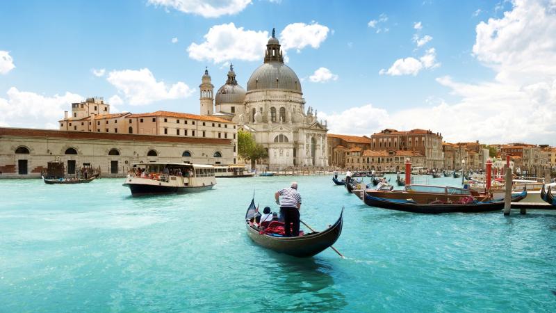 Venice thu hút người ta bởi vẻ đẹp cổ kính đầy mê hoặc