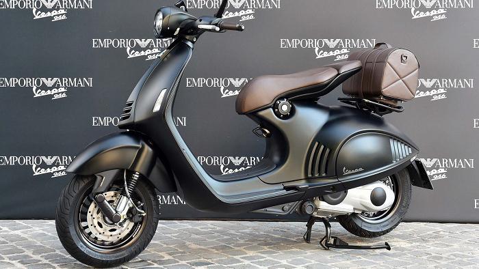 Vespa 946 Emporio Armani – Giá: 429 triệu đồng