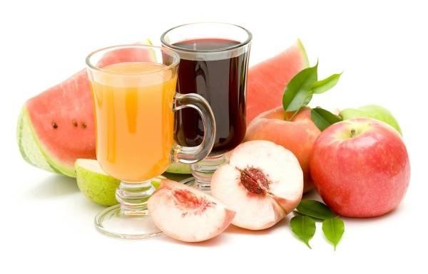 Dùng muối hoặc dấm để tẩy vết bẩn do nước trái cây gây ra
