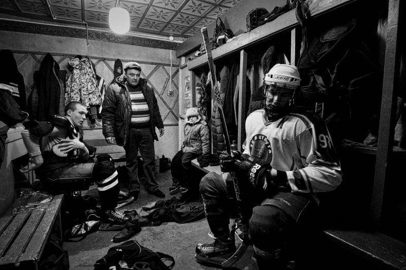 Bộ ảnh Vetluga's Hockey của nhiếp ảnh gia Vladimir Pesnya - Nguồn Internet