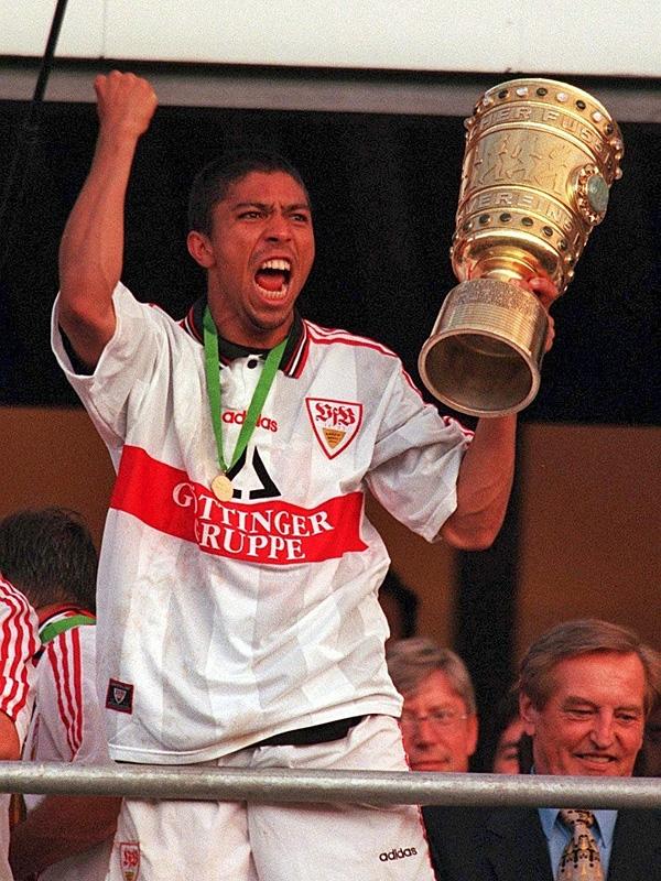 Giovanne Elber vô địch cùng Stuttgart năm 1997