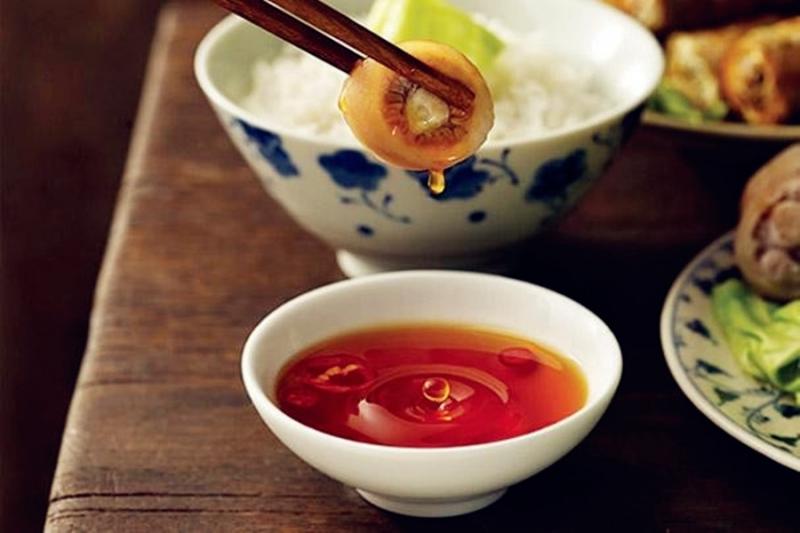 Nước mắm Phú Quốc có vị mặn không gay gắt và mùi thơm dịu