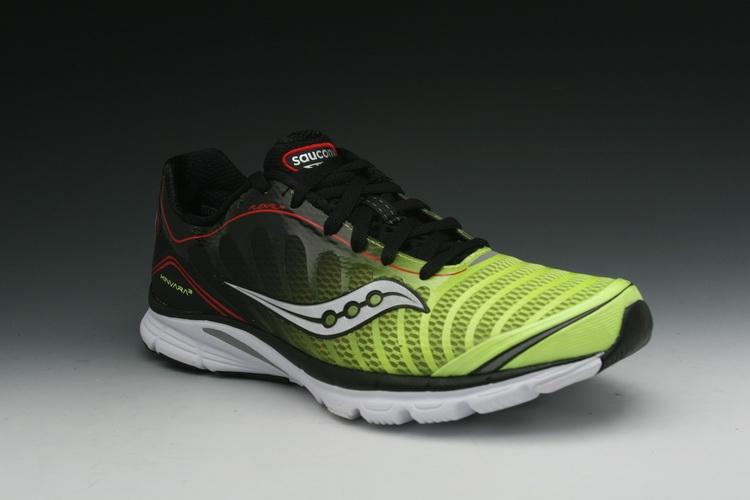 Đôi giày được rất nhiều chuyên gia khuyên dùng trong lúc tập luyện