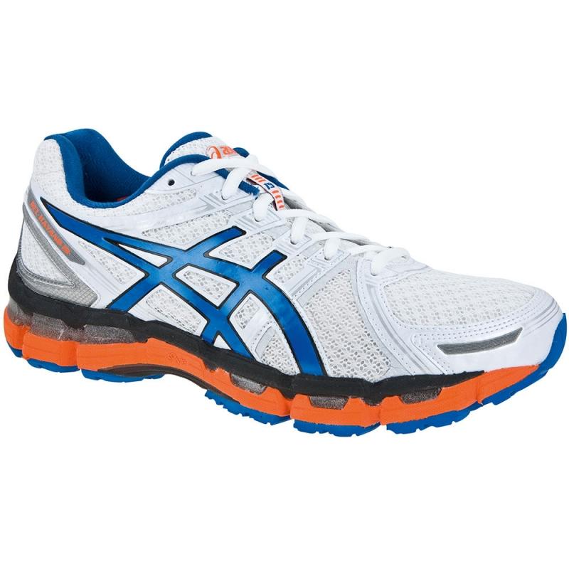 Đôi giày nhìn qua khá hầm hố nhưng chỉ năng hơn 300 grams
