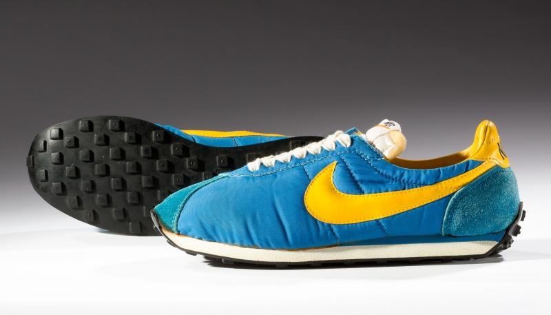 Đôi giày mang tên