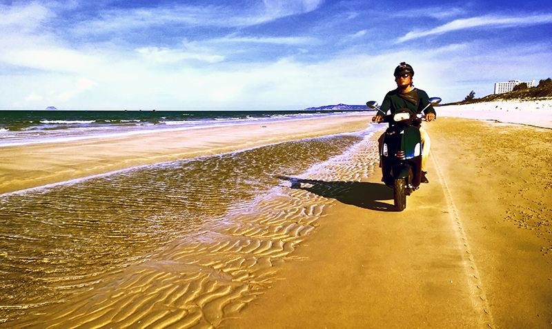 Motorcycles are the cheapest and most convenient means of exploring Mui Ne