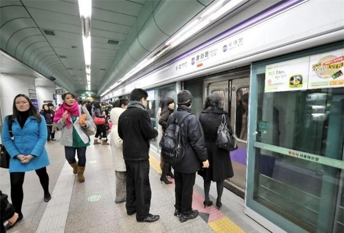 Tàu điện ngầm là một trong những phương tiện công cộng phổ biến nhất Hàn Quốc.