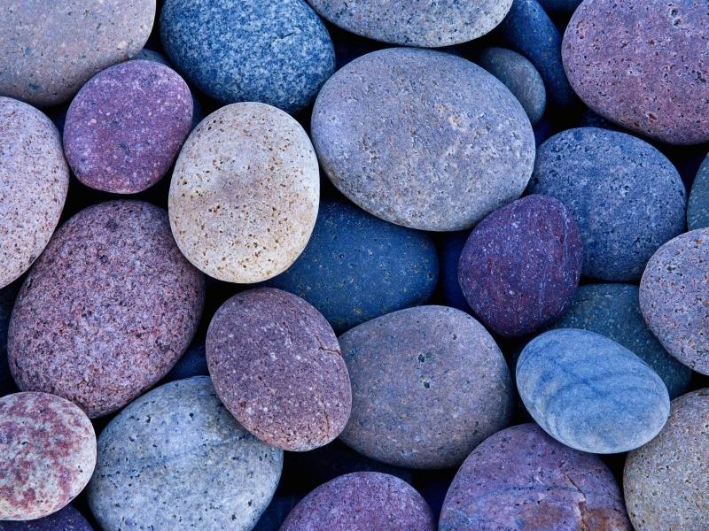 Viên đá nhỏ liên kết chặt chẽ giữa chiếc xe và mặt đất