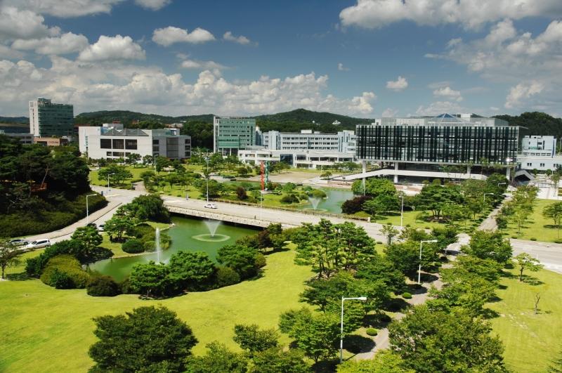 Khuôn viện Viện Khoa học và Công nghệ tiên tiến Hàn Quốc.
