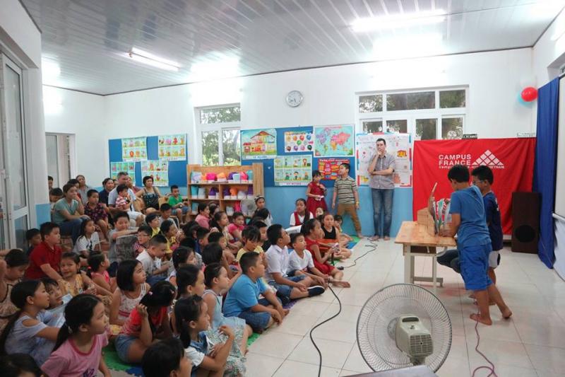 Lễ  tổng kết chương trình học kè của học sinh tiểu học tại Viện Pháp tại Đà Nẵng.