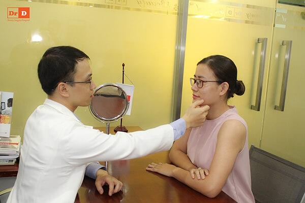 Khách hàng đươc tư vấn đầy đủ về dịch vụ bởi đội ngũ bác sĩ giàu kinh nghiệm của DrD