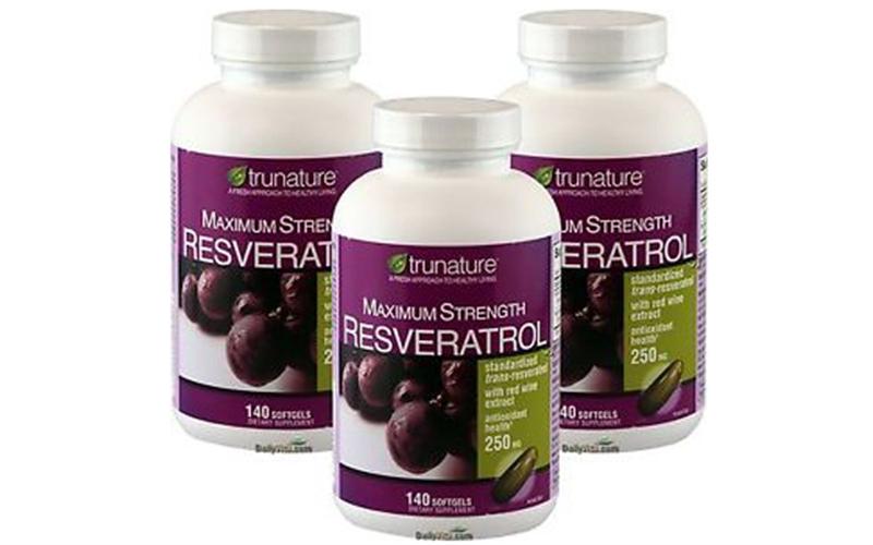 Thuốc bổ tim chiết xuất nho tươi Trunature Resveratrol Plus 250mg được chiết xuất tự nhiên từ nho tươi, chứa dưỡng chất Resveratrol có tác dụng giúp hạ đường huyết, chống oxy hoá, ngăn ngừa các gốc tự do, bảo vệ sức khoẻ tim mạch và phòng ngừa bệnh ung thư hiệu quả