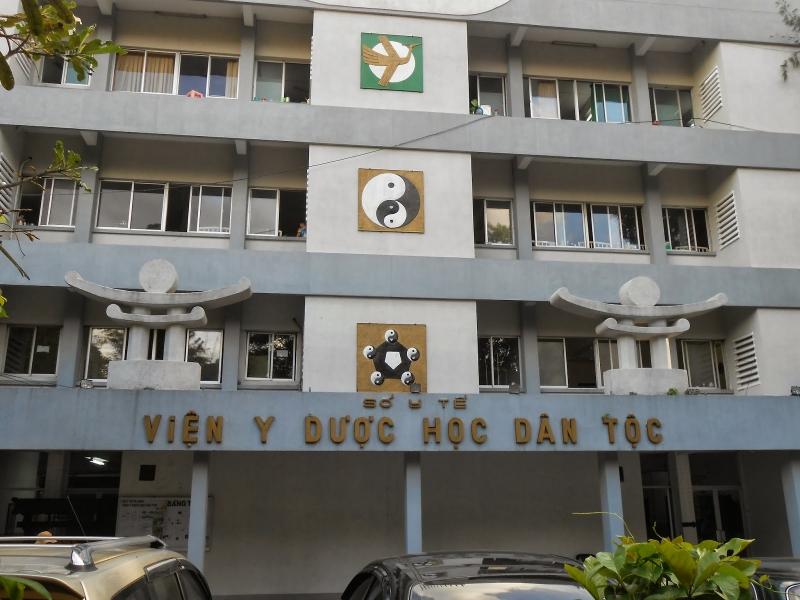 Viện Y Dược học Dân tộc thành phố Hồ Chí Minh là đơn vị phụ trách đầu ngành khám, chữa bệnh bằng y, dược học cổ truyền.