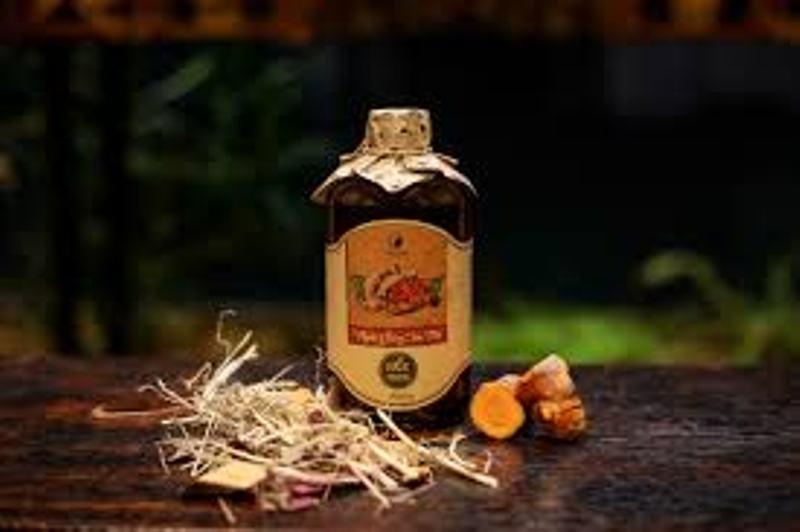 Sản phẩm rượu gừng nghệ hạ thổ Việt Care