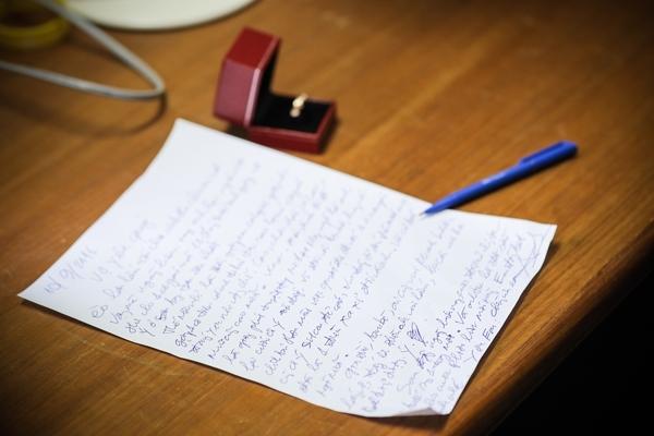 Hãy viết cho vợ những lời yêu thương