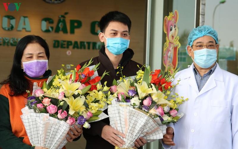 Việt Nam là nước duy nhất trên thế giới điều trị khỏi cho 100% bệnh nhân. 16/16 người đã ra viện, gồm cả người già và trẻ sơ sinh.