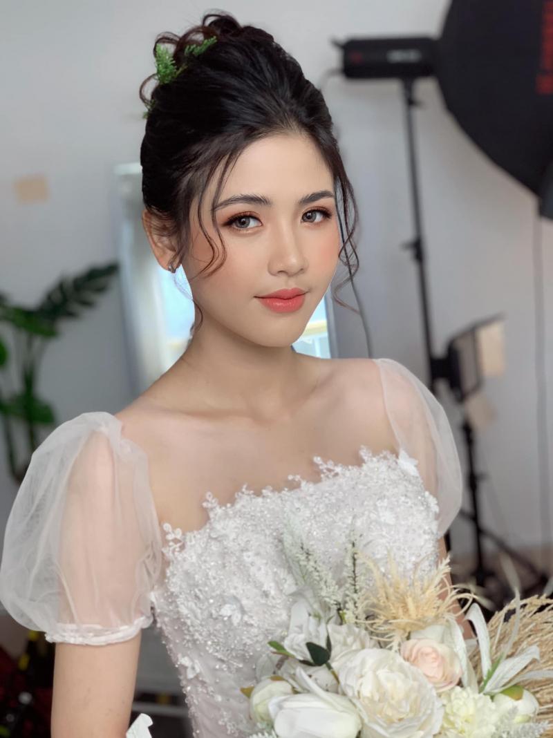 Việt Nguyễn make up (Quân Studio)