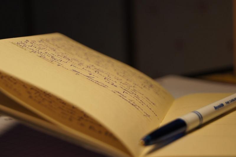 Viết ra suy nghĩ ra giấy khi căng thẳng và lo lắng