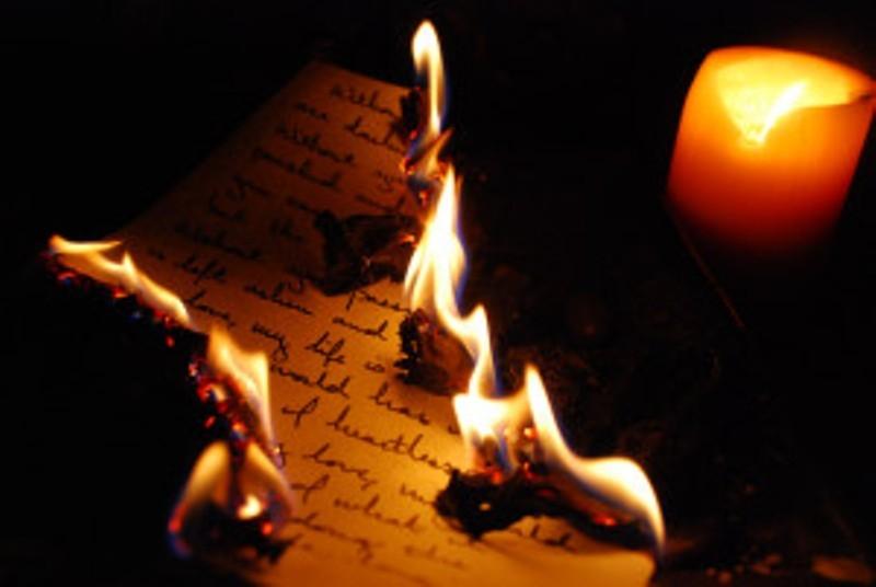 Viết về kỉ niệm cũ và đốt đi