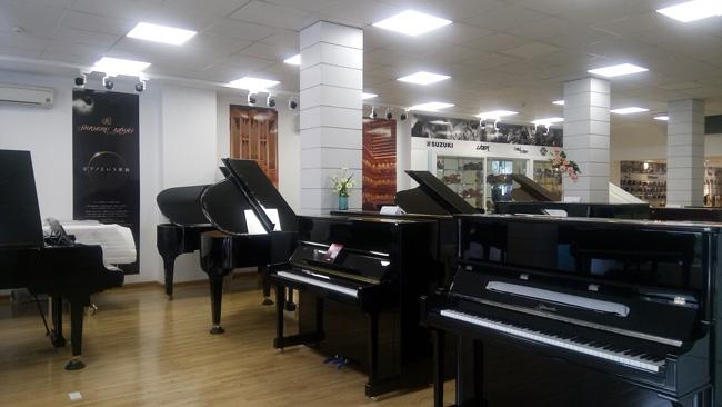 Khu trưng bày đàn piano Upright và Grand Piano
