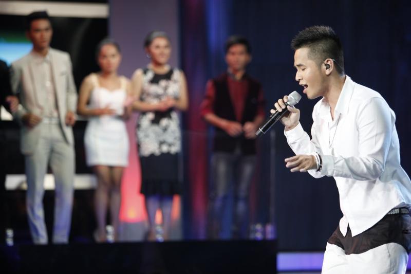 Phạm Hồng Phước tại sân khấu Vietnam Idol 2012