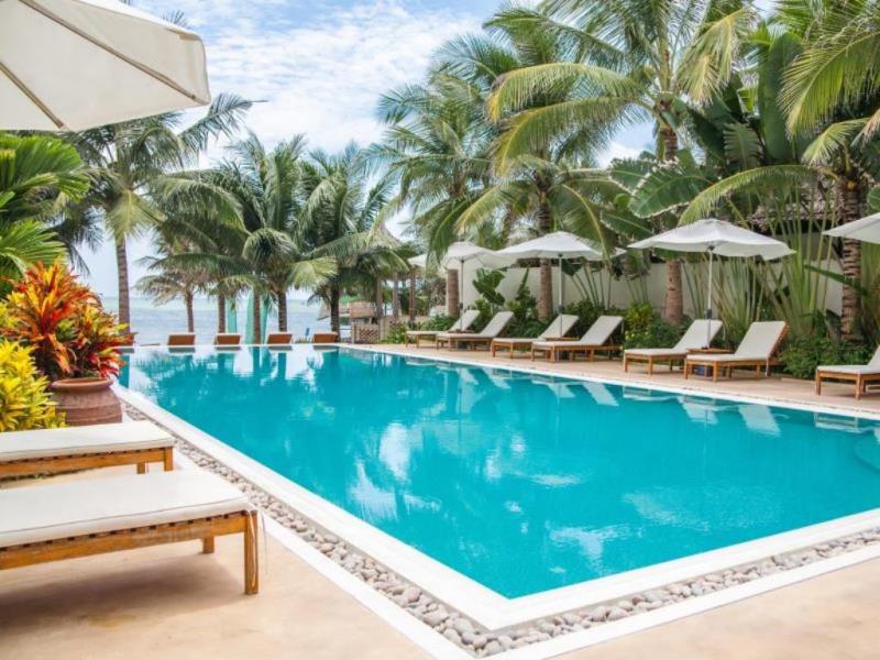 Bể bơi riêng ở resort