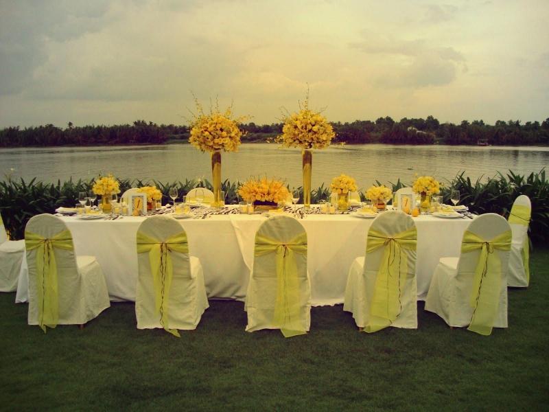 Không gian rộng, thoáng và trong lành là điểm lý tưởng cho tiệc cưới ngoài trời