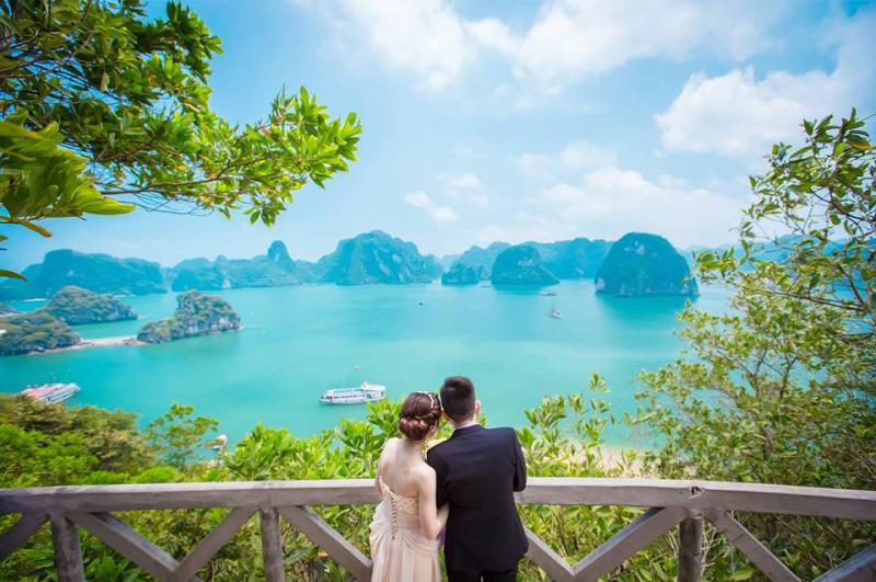 Chụp ảnh cưới ở vịnh Hạ Long
