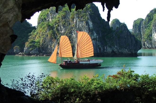 Vẻ đẹp kỳ bí của danh thắng Vinh Hạ Long