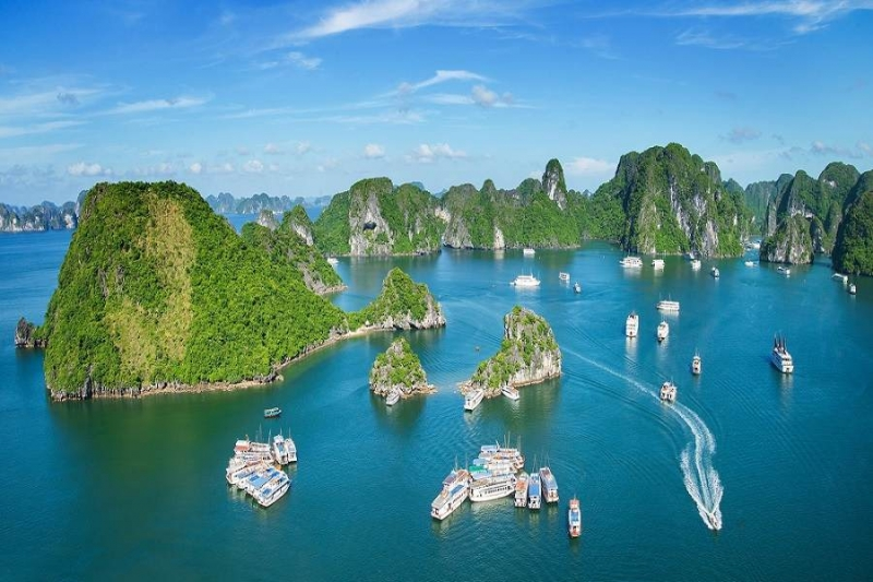 Vịnh Hạ Long là một trong những danh lam thắng cảnh đẹp nhất tại Việt Nam