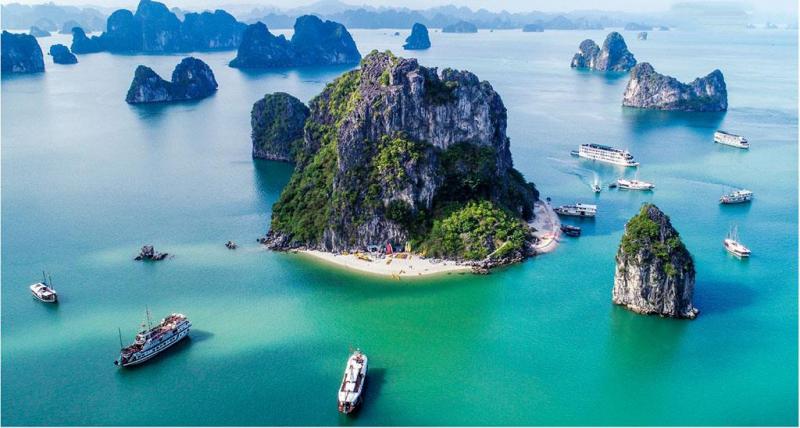 Vịnh Hạ Long là một trong bảy kỳ quan thiên nhiên mới của thế giới.