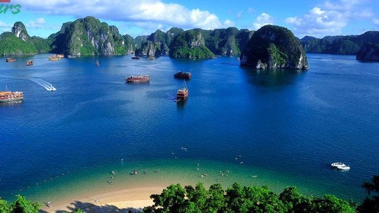 Vịnh Hạ Long là một trong những điểm du lịch hấp dẫn bậc nhất Châu Á