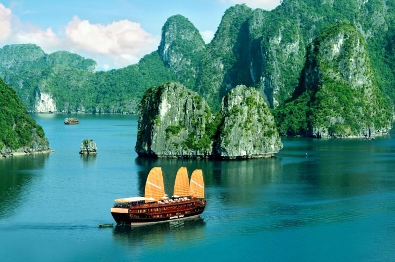 Vịnh Hạ Long đẹp như thiên đường