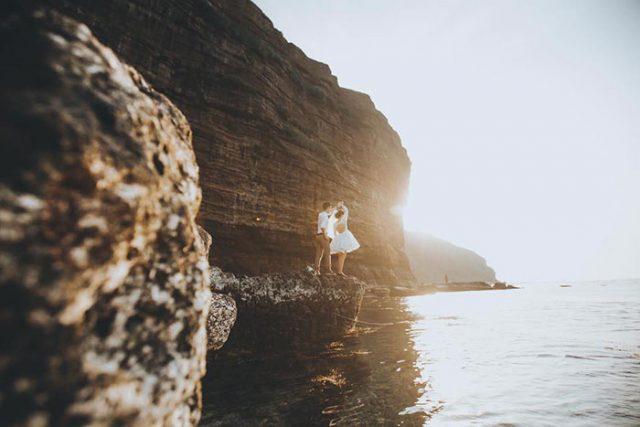Không gian trở nên lãng mạn hơn khi bao trọn vịnh Lăng Cô là những cồn cát trải dài (Ảnh sưu tầm)