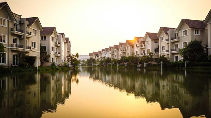 Những căn biệt thự bên sông xinh đẹp