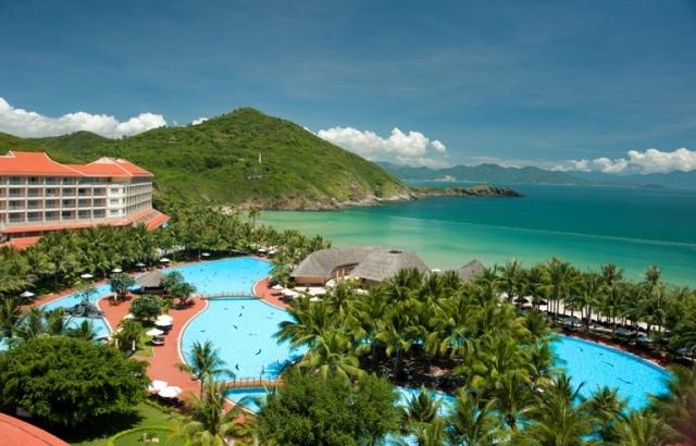 Suối khoáng nóng tại resort