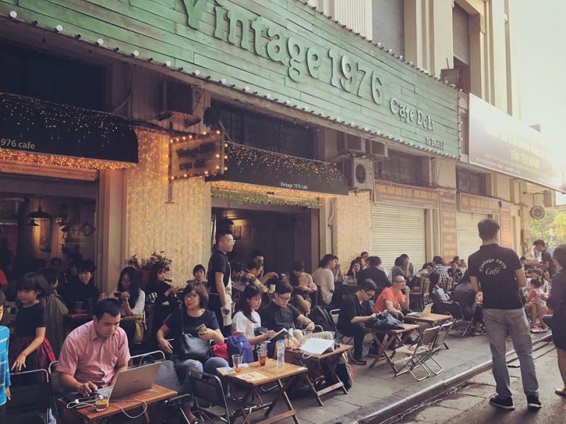 Vintage 1976 Cafe