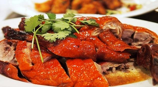 Vịt 29 nổi tiếng bởi menu hấp dẫn đa dạng các món ăn từ vịt, trong đó nổi tiếng nhất món vịt thiết bản