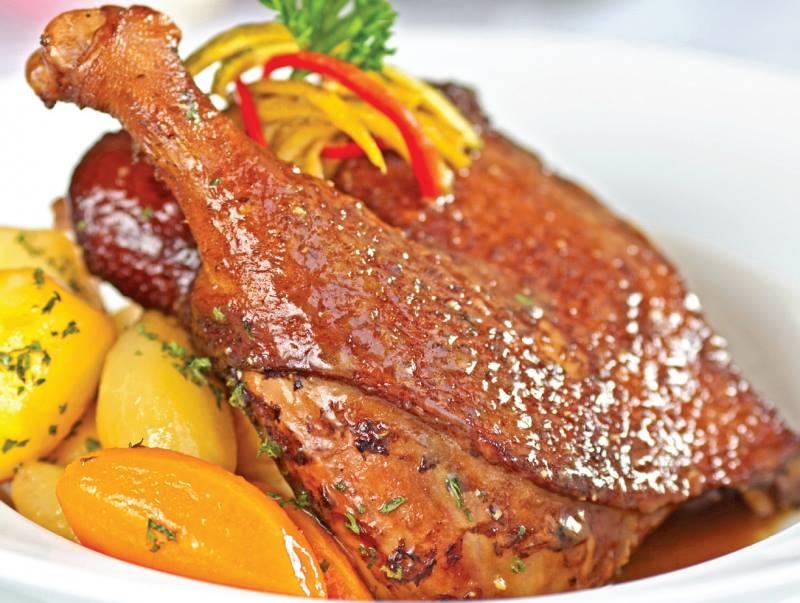 Hãy đến phố Cầu Dứa để thưởng thức món thịt vịt chứ danh.