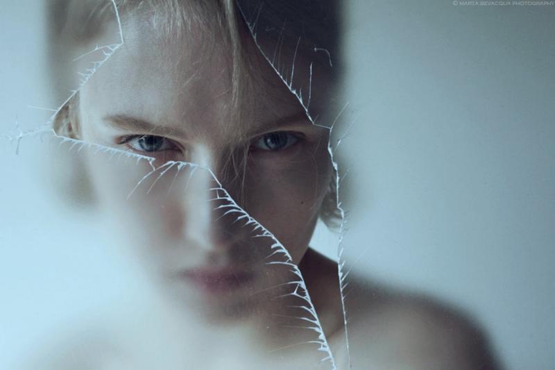 Vỡ gương hoặc trang sức