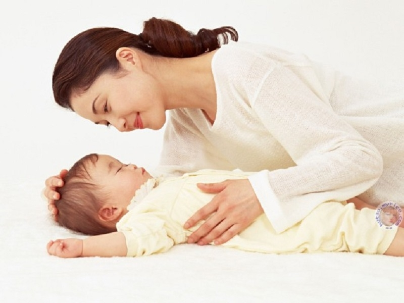 Vỗ về bé giúp bé ngủ ngon hơn