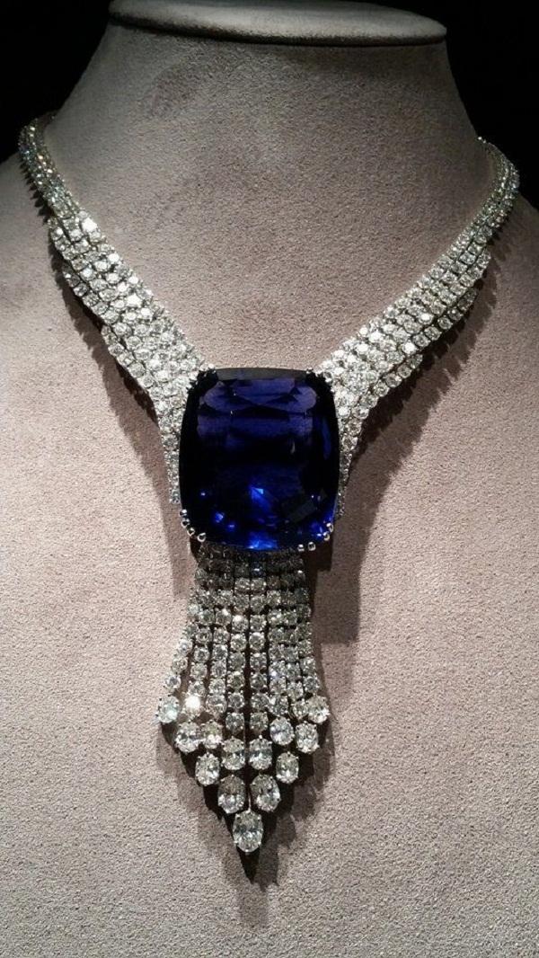 Vòng cổ Blue Belle of Asia